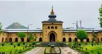 Keunikan aristektur masjid Jamia Srinagar .