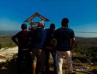 Di atas puncak Tebing Breksi