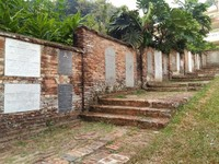 Deretan nisan di Old Chirstian Cemetery