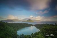 Danau Ngade dari ketinggian