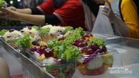 Aneka salad buah bisa dipilih sesuai selera dengan harga 25.000