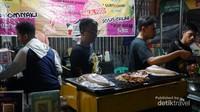 Label halal bagi pembeli muslim agar tidak ragu lagi untuk menyantap menu yang dijual
