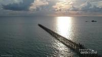 Sunrise di dermaga Pulau Salissingan jangan dilewatkan
