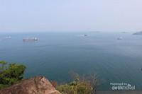 Pemandangan seperti ini akan menemani wisatawan saat menuju ke kawasan Wisata Mandeh.