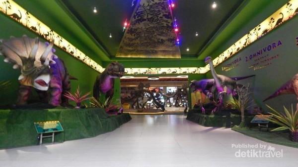 Sebagian koleksi Dino Park yang bisa dilihat pengunjung.