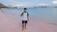 Pink beach yang sangat jarang kita temui di kebanyakan pantai