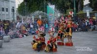Pertunjukan seni dan budaya sering dijumpai di pedestrian