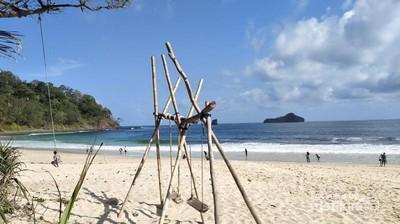 Pantai Cantik di Malang Itu Bernama Sendiki