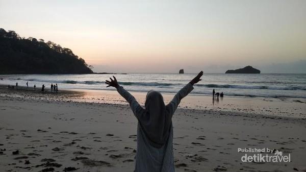 menuju sunset di pantai Sendiki