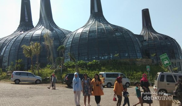 Bangunan Stupa unik mudah menarik perhatian pengunjung