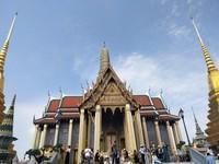 WAT PHRA KAEW ATAU THE TEMPLE OF THE EMERALD BUDDHA MERUPAKAN IKON DI KOMPLEK GRAND PALACE