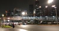 Gedung-gedung pencakar langit memperindah pemandangan malam Jakarta