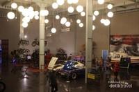 Di Hall Utama terdapat banyak mobil klasik dan ada helikopter kepresidenan pertama bernama si Walet.