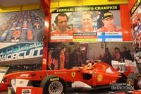 Diatas hall utama terpajang mobil balap Ferrari lengkap dengan histori para juaranya.