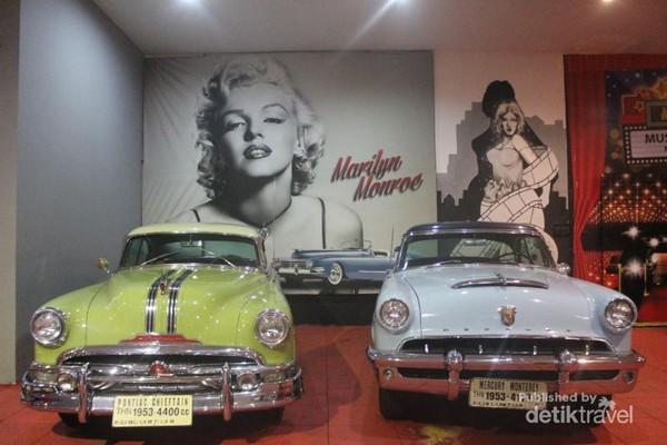 Koleksi klasik lainnya Pontiac Chieftain dan Mercury Monterey tahun 1953