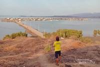 Tampak Pulau Bungin dari kejauhan