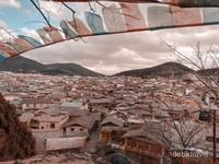 Shangri-La perbatasan langsung dengan Tibet