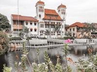 Indahnya jajaran gedung-gedung bergaya Belanda di pinggir Kali Besar