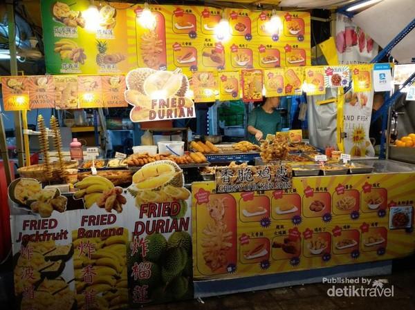 Pengunjung dimanjakan dengan berbagai sajian kuliner, termasuk kuliner durian