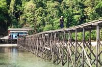 Dermaga menuju pintu masuk pulau Kakaban.