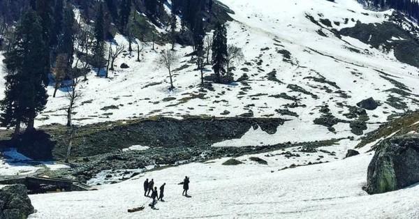 Kecantikan Sonamarg Thajiwas Glacier yang hits sebagai lokasi shooting film-film Bollywood .