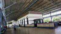 Suasana stasiun klasik ini terawat dan bersih.