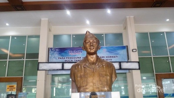 Bagian depan Bandara Adi Soemarmo