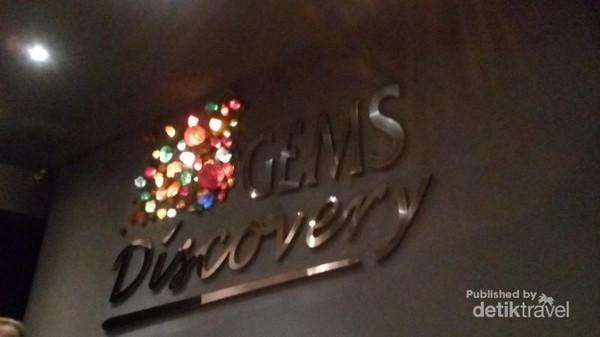 Gems Discovery adalah wahana melihat diorama penambangan batu mulia, lokasinya di dalam Gems Gallery Bangkok. Di sini tersedia kereta wisata berbahasa Indonesia lho