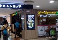 Di MBK Mall, pengunjung asal Indonesia bisa membeli makanan halal di Yana Resto