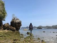Pantai Banyu Meneng. Biasanya ketika surut, banyak anak yang mencari ikan atau kerang.