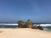 Keindahan Pantai Selok