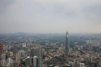 Kota Kuala Lumpur dan gedung-gedung tinggi dilihat dari menara KL