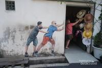 Street art yang tersebar disepanjang jalan