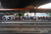 Dari stasiun Tanah Abang menuju Rangkasbitung