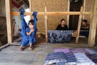Menenun adalah pekerjaan pokok wanita disana, selain di ladang