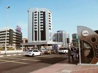 Suasana Halte Bus di kota dubai. Halte Bus memiliki AC , yang membuat kita nyaman saat menunggu Bus.