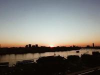 Sunset di Dubai yang yang selalu cantik dilihat dari manapun.