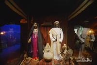 Ini dia pakaian tradisional Dubai beserta burung Alap-alap yang berada di depannya.