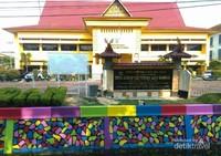 Kolam warna di depan Kantor Dinas ESDM Provinsi Riau.