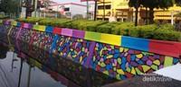 Penampakan Kolam Warna di depan Kantor ESDM Provinsi Riau.
