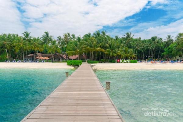 Island - Pulau yang menjadi resort all-in Club Med Kani ini sangat rimbun dan bersih, juga didukung oleh fasilitas yang menarik, sehingga memberikan kenyaman bagi para pengunjung