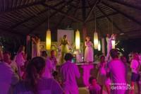 Party - Setiap malam selalu tersaji pertunjukan meriah dengan berbagai tema yang berbeda, seperti : hallowen, dance, teater, dll yang sayang untuk dilewatkan