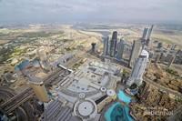 Dubai Mall jika dilihat dari atas, yang berwarna biru merupakan air mancur terbesar di dunia.
