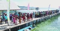 Pembukaan Festival Pesona Misool, Group tari wala menyambut Bupati dan tamu festival