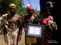 Tari Wala, salah satu tari dari suku Matbat yang mendiami pulau Misool, tari Wala sudah ditetapkan sebagai tari budaya nasional