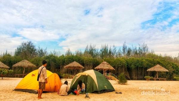 Camping di pantai Mangrove
