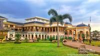 Istana Maimun peninggalan Kesultanan Deli