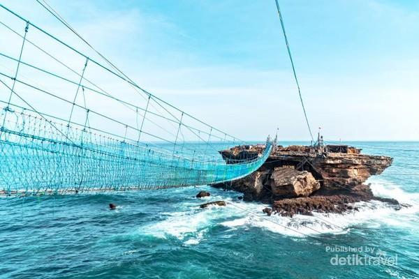Jembatan gantung pantai Timang