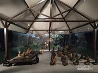 Diorama kegiatan pendidikan pesantren sekitar abad 14.