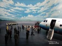 Diorama keberhasilan uji terbang perdana pesawat buatan dalam negeri yang diberi nama Gatot Kaca N-250.